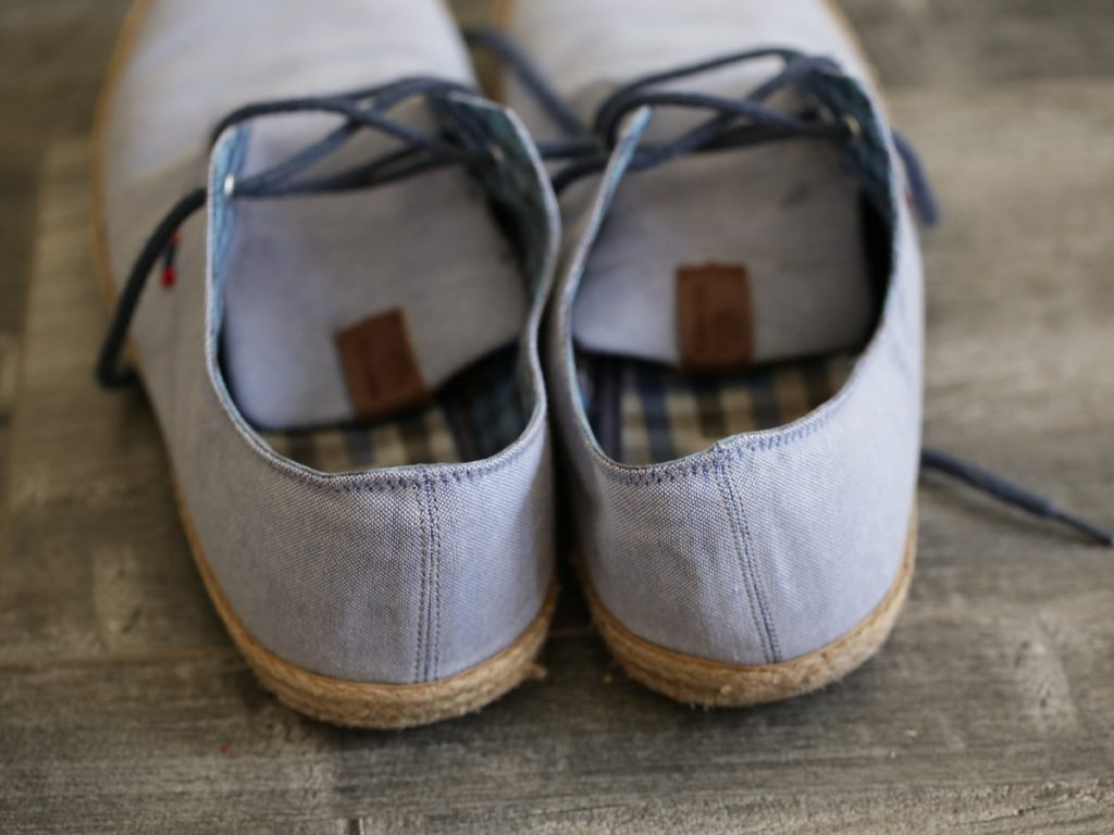 how to clean off dirty sneakers